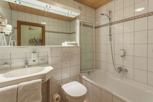 bathroom of Velill double room deluxe
